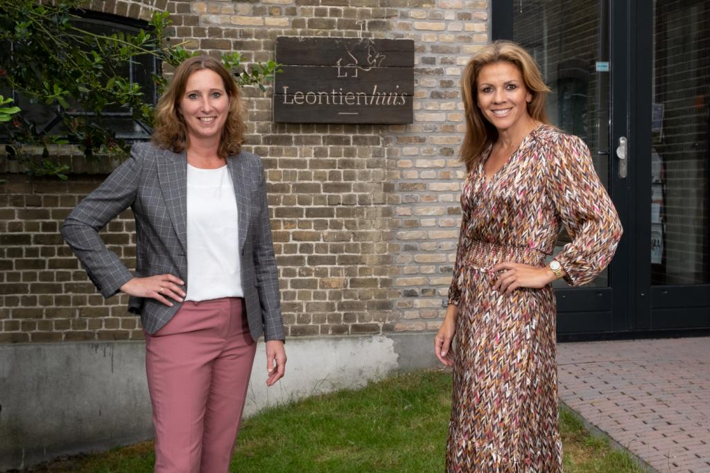 Manon Veldkamp, Marketing Manager Inventum en Leontien van Moorsel voor het Leontienhuis. Samen strijden voor gezondheid