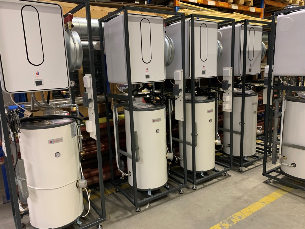 SKID opstelling met Modul-AIR warmtepomp en MAXTANK Modul-AIR boiler